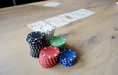 live casino poker game